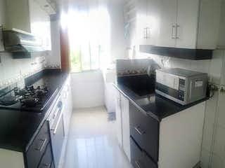 Una cocina con un fregadero y un horno de cocina en Apartamento en venta en La Candelaria de 3 alcobas