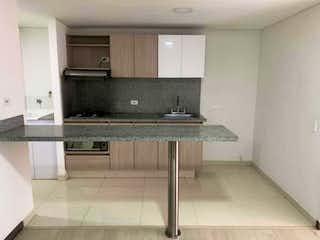 Una cocina con una estufa de fregadero y armarios en Apartamento en venta en La Doctora de 1 hab. con Bbq...