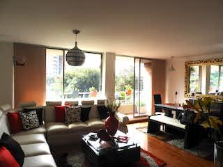 Una sala de estar llena de muebles y una ventana en Venta de apartamento en Salitre