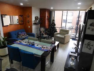 Una sala de estar llena de muebles y una ventana en Apartamento en venta en Pontevedra, 94mt con balcon