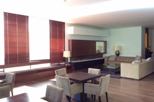 Apartamento en Bogotá-Chico, cuenta con 2 alcobas y 2 garajes.