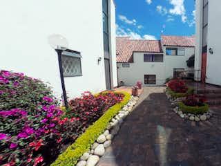 Un gran jardín con flores en él en Casa en venta en Cedro Golf, 203m² con Jardín...