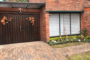 Casa en venta en Barrio Niza 380m²