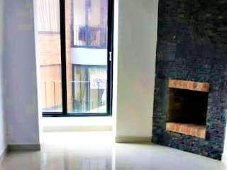 Un cuarto de baño con ducha y un espejo en Venta de Apartamento en Bella Suiza, Bogotá