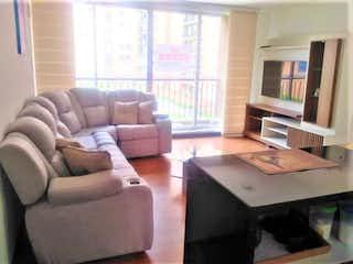 Una sala de estar llena de muebles y una televisión de pantalla plana en Venta de Apartamento en Alejandría- Corinto, Bogotá