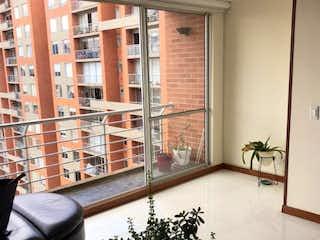Una sala de estar llena de muebles y una planta en maceta en Venta de Apartamento en Alameda, Bogotá