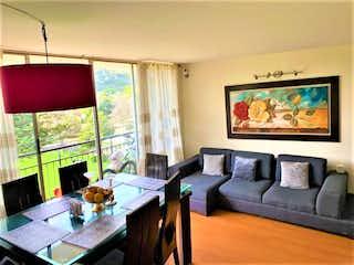 Una sala de estar llena de muebles y una televisión de pantalla plana en Venta de Apartamento en Santa Teresa, Vivaldi