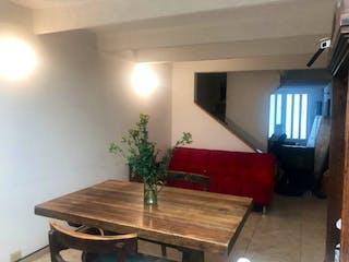 Una sala de estar llena de muebles y una televisión de pantalla plana en Casa en venta en Ciudad Jardín Norte de 3 hab. con Bbq...