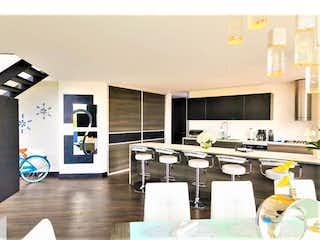 Una sala de estar llena de muebles y una mesa en Casa en venta en Pueblo Viejo con Jardín...