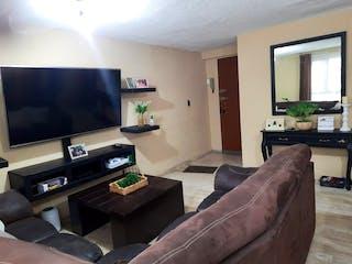 Una sala de estar llena de muebles y una televisión de pantalla plana en Departamento en venta en Paseos De Churubusco de 3 recámaras