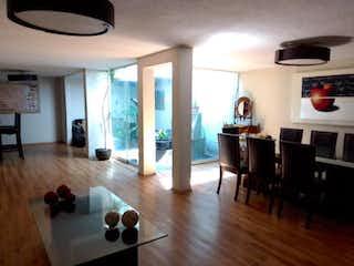 Una sala de estar llena de muebles y una chimenea en Casa en Venta en Lindavista Norte Gustavo A. Madero