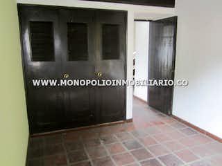 Una foto en blanco y negro de una cocina en CASA COMERCIAL EN VENTA - SECTOR SANTA MARIA DE LOS ANGELES, EL POBLADO