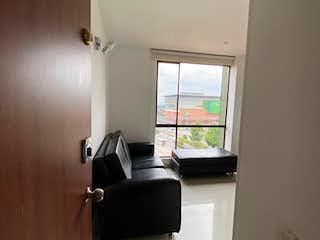 Una sala de estar con un sofá, un televisor y una ventana en Apartamento En Venta En Bogota Hayuelos