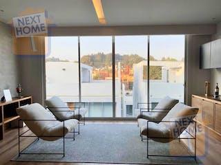 Una sala de estar llena de muebles y una gran ventana en VENTA PENTHOUSE CUAJIMALPA cerca de CONTADERO