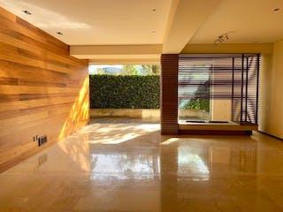 Una imagen de una sala de estar con un gran ventanal en Precioso departamento Garden en Cumbres de Santa Fe