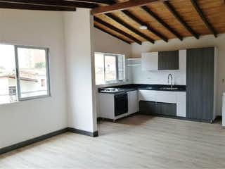 Una cocina con una estufa y un refrigerador en Apartamento en venta en Simón Bolívar de 2 habitaciones