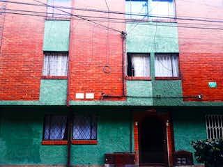 Un edificio de ladrillo rojo con una puerta roja en Apartamento En Venta En Bogota Almendros Norte