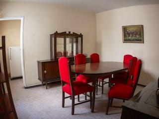 Una sala de estar llena de muebles y una chimenea en Departamento en venta en Juárez de 68m²