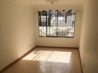Un baño que tiene una ventana en él en BOGOTA VENDO APARTAMENTO PASADENA 51 MTS