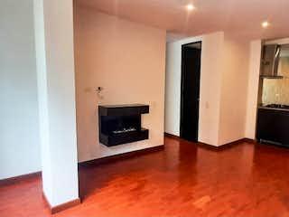 Cocina con nevera y horno de fogones en Apartamento con garaje sector Macarena