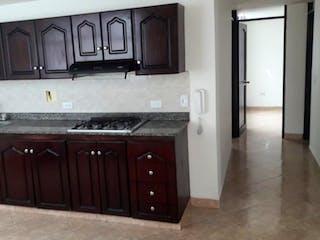 Una cocina con un fregadero y una estufa en Apartamento en venta en Rosales de 3 alcobas