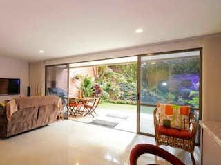 Una sala de estar llena de muebles y una gran ventana en Casa en venta en San Lucas de 3 hab. con Piscina...