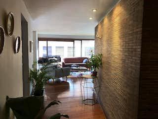 Una sala de estar llena de muebles y una gran ventana en Apartamento En Venta En Bogota Chiconavarra