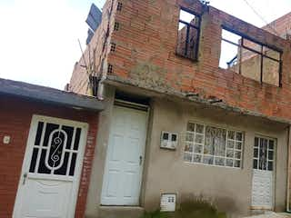 Un edificio de ladrillo con un reloj en el lado en Casa en Venta CHAPINERO ALTO