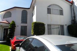 Casa en venta en Rinconada Coapa, 329 m² con jardín y patio