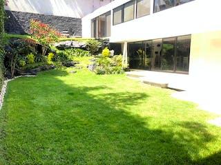 Una vista de un jardín en un jardín en Residencia en Venta, Oceano / Jardines del Pedregal