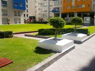 Un parque con un banco y un banco en el fondo en Departamento en venta en Granada, 67m² con Bbq...