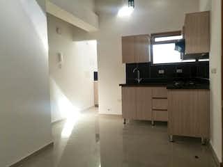 Una sala de estar llena de muebles y una televisión de pantalla plana en Apartamento en venta en quinto piso en La Ceja