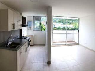 Una cocina que tiene un fregadero y una estufa en ella en Vendo apartamento de 53m2  con descuento en La Tablaza La Estrella