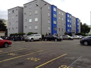 Un grupo de coches estacionados en un estacionamiento en Apartamento En Venta En Bogota Bochica