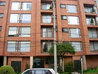 Un gran edificio de ladrillo con una gran ventana en Apartaestudio En Venta En Bogota Santa Bibiana-Usaquén