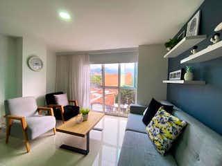 Una sala de estar llena de muebles y una televisión de pantalla plana en VENTA DE APARTAMENTO EN VELODROMO