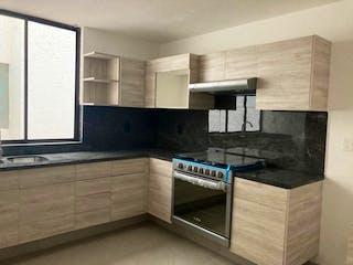 Una cocina con lavabo y microondas en GARDEN EN VENTA EN CUAJIMALPA