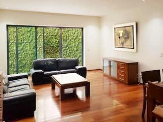 Una sala de estar llena de muebles y una televisión de pantalla plana en INCREÍBLE DEPARTAMENTO EN POLANCO CON TERRAZAS