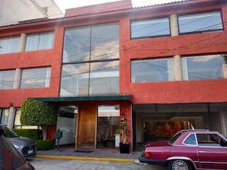 Un coche rojo estacionado delante de un edificio en DPTO. VENTA CALLE MANUEL ACOSTA COL. SAN JERÓNIMO LÍDICE