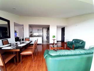 Una sala de estar llena de muebles y una televisión de pantalla plana en Apartamento en venta en Madrid, 96mt