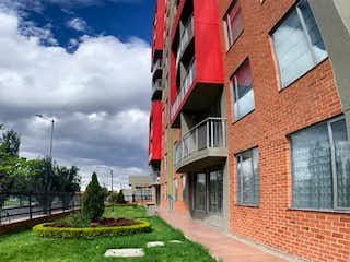 Un edificio alto con una bandera en él en Apartamento En Venta En Bogota Hayuelos