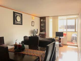 Una sala de estar llena de muebles y una televisión de pantalla plana en Apartamento En Venta En Bogota Britalia
