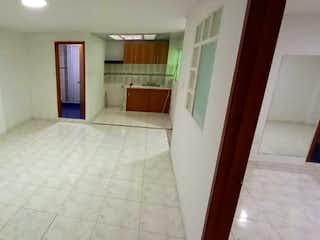 Un cuarto de baño que tiene una ducha en él en Apartamento En Venta En Bogota San Fernando-Barrios Unidos
