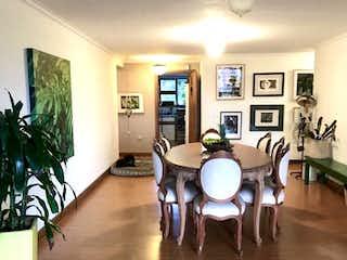 Una sala de estar llena de muebles y una televisión de pantalla plana en Apartamento en venta en La Tomatera de 2 hab. con Jardín...