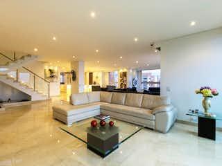 Una sala de estar con un sofá y una mesa de café en Apartamento en venta en Castropol de 4 habitaciones