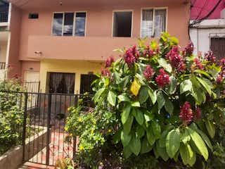 Un edificio con una maceta en él en CASA EN VENTA - BARRIO 20 JULIO MEDELLIN