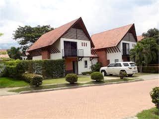 Una casa que tiene una casa en ella en Venta de Casa en Santa fe de Antioquia, Antioquia