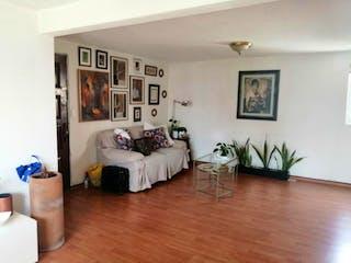 Una sala de estar llena de muebles y una mesa en Departamento en venta en Santa úrsula Xitla 90m²