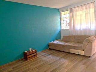 Una sala de estar llena de muebles y un suelo de madera en Departamento en venta en Anáhuac, 72m²