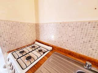 Un cuarto de baño con un inodoro y un lavabo en Departamento en Venta en Moctezuma 2a Sección Venustiano Carranza